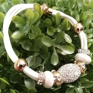 🌟HP🌟BEAUTIFUL Gold & White Magnetic Bracelet